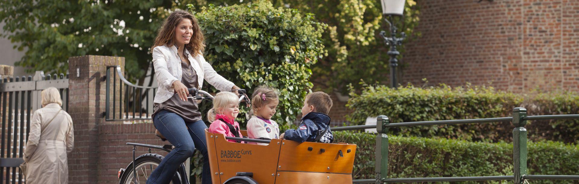 rower towatowy Babboe Curve z dziećmi