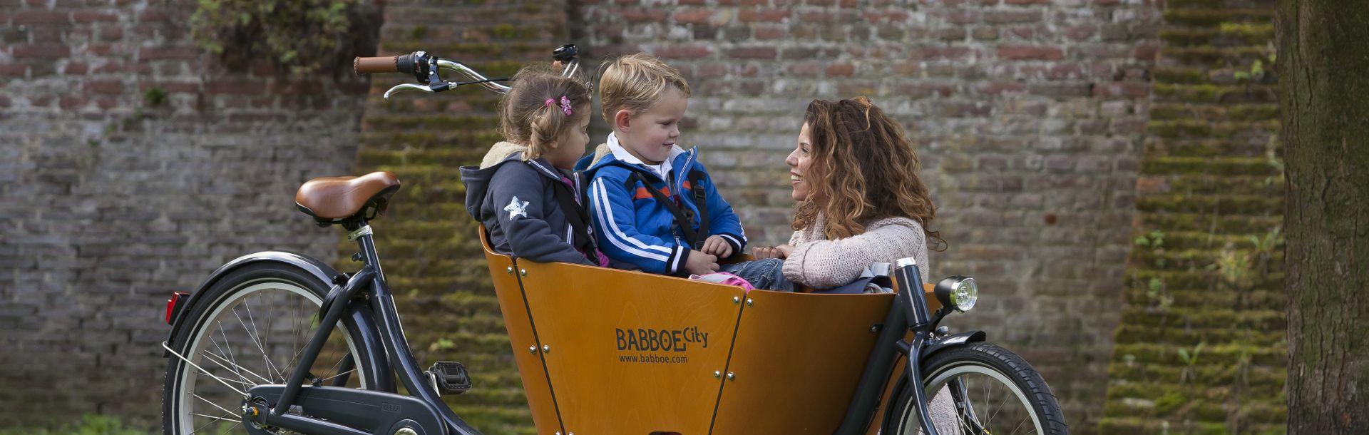 rower towarowy Babboe City z dziećmi